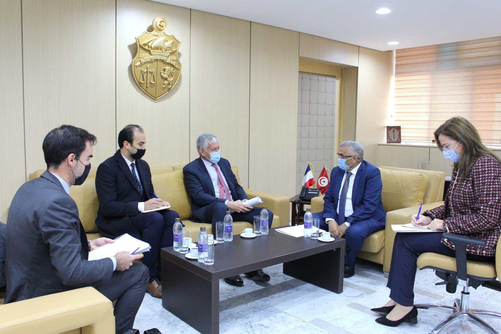 Coopération judiciaire sur les droits des justiciables et le recouvrement des fonds pillés au centre des échanges entre l'Ambassadeur de France et le Ministre Tunisien de la Justice
