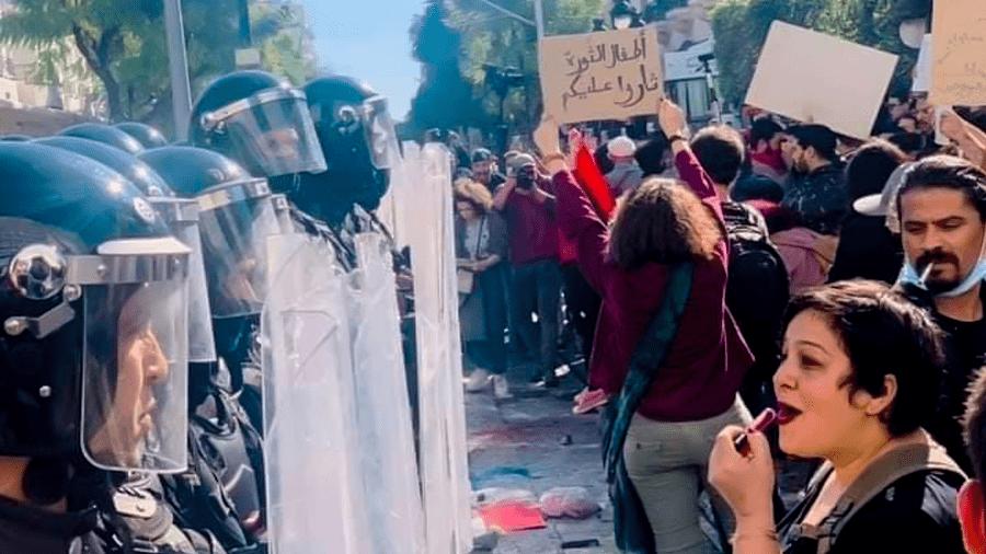 Des personnalités françaises et internationales expriment leur solidarité avec les manifestants tunisiens.